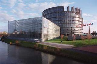 Ca sa intre in Parlamentul European  si locul 13, PNL-ul trebuie sa obtina peste 30 la suta din voturile electoratului.