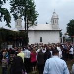 Peste 1.000 de credinciosi la sfintirea bisericii din Marvila
