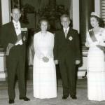 Regina Elisabeta a II-a s-a ascuns de Ceauşescu după tufişurile din grădina palatului