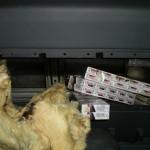 930 pachete de ţigări de contrabandă şi un MERCEDES, confiscate