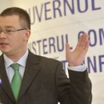 """Premierul Ungureanu a fost fluierat şi huiduit la Iaşi: """"O mână de escroci umilesc ieşenii"""""""