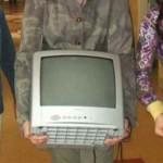 Buhusi:Depistat în flagrant în timp ce încerca să sutragă un televizor