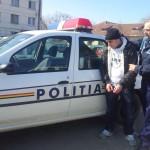 Posesori de mandate depistaţi de poliţişti