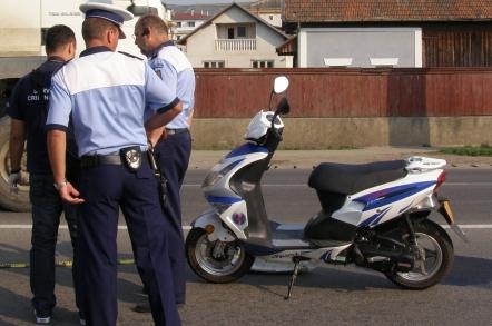 Cercetat pentru trei infracțiunii, în urma unei călătorii cu mopedul