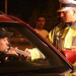 Conduceau autoturismul în timp ce se aflau sub influenţa băuturilor alcoolice