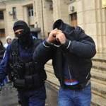 Posesori de mandate de executarea pedepsei cu închisoarea, depistaţi de poliţişti