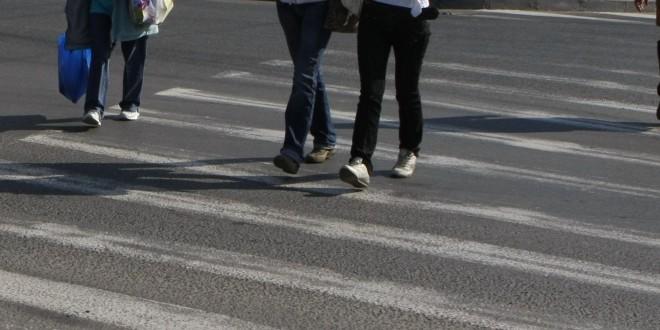 Accidentate în timp ce traversau strada regulamentar