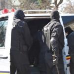 Percheziții domiciliare efectuate de polițiști în orașul Buhuși