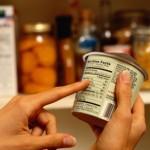 Cum se vor schimba etichetele produselor începând de mâine: Ingredientele alergene, trecute obligatoriu pe ambalaje şi în meniuri