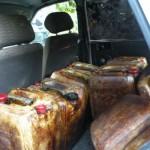 Prinsi în flagrant în timp ce transportau 400 de litri de țiței sustras