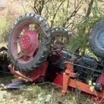 Accidentat mortal de tractorul pe care îl repara