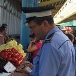 Polițiști au verificat 27 de agenți si producători din piața centrală