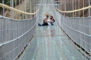 worlds-longest-glass-bridge-shiniuzhai-geopark-china-7_93840900