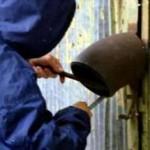 Bănuți de furturi din garaje, reținuți pentru 24 de ore