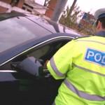 Conducea un autoturism deși avea permisul suspendat