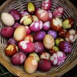 Cum să vopseşti ouăle de Paşte în mod natural