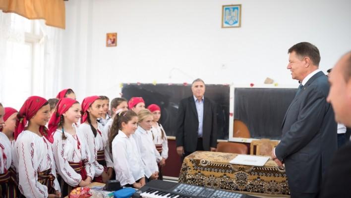 Președintele României în vizită la o școala din Motoșeni