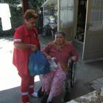 Crucea Roșie Bacău a distribuit pachetele alimentare pentru 60 de persoane vârstnice