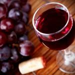 Vinul roşu elimină grăsimile acumulate în ficat