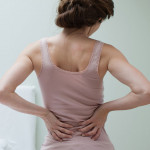 De ce ne doare mai rău spatele în timpul iernii?