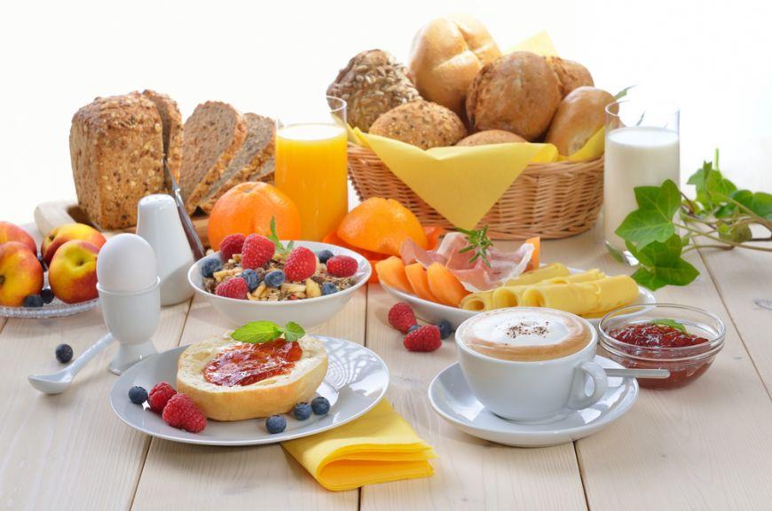 5-idei-care-sa-iti-faca-micul-dejun-mai-rapid-si-ziua-mai-buna_size1