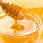 Mierea de albine: 6 beneficii pentru piele