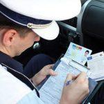Depistat de poliţişti în timp ce conducea un autoturism fără permis de conducere