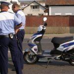 Prins fără permis, conducând o motocicletă neînmatriculată