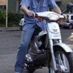 La volanul unui moped fără permis de conducere