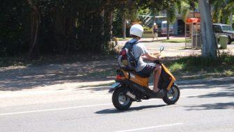 A condus un moped neînmatriculat și fără a poseda permis de conducere