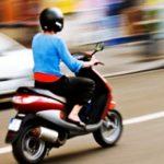 A condus fără permis un moped neînregistrat