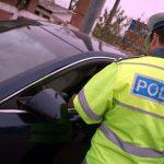 Tânăr depistat de poliţişti la volanl unui autoturism neînmatriculat