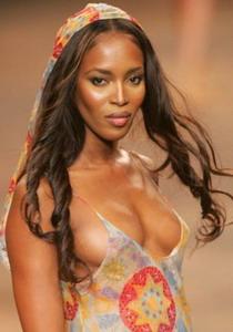 Naomi, din nou la tribunal