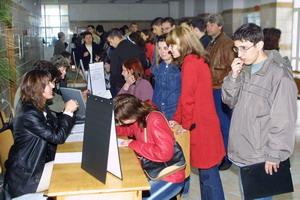 <font size=2>Traiti bine?</font><br />  Peste 60 la suta din români nu au incredere in munca