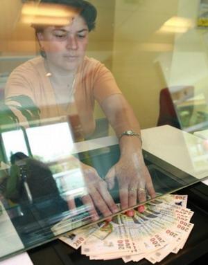"""<font size=2>Masurile """"anticirza"""" luate de Cabinetul Boc ne baga in faliment </font><br /> 1 ianuarie 2010- ziua cea mai scumpa pentru români"""