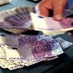 Parlamentarii şi magistraţii îşi iau şi pensie şi salariu