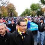 Demonstraţia de forţă a sindicatelor: O manifestaţie marcată de oboseală şi frig închisă brusc