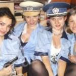 Scandal la Constanţa: Fotografie cu patru tinere în uniformă de poliţist, publicată pe Facebook