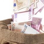 Pe ce a mai  cheltuit Romania 175 de milioane de euro: sosete, laxative, papetarie