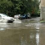 Ploi torenţiale, furtuni şi descărcări electrice în toate regiunile