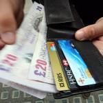 Bacau: O femeie a predat Poliției un portofel găsit, în care se aflau carduri bancare, bani și documente