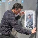Bacau: Persoane depistate în timp ce lipeau afișe electorale în alte locuri decât cele permise de lege