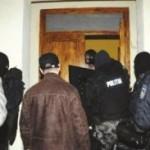 Percheziții efectuate de polițiști la domiciliile unor suspecți de furturi din locuințe