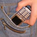 Depistați la scurt timp după ce au sustras un telefon din buzunarul unui minor