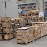Polițiștii au verificat modul în care se comercializează materialul lemnos