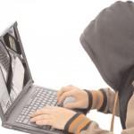 Au fost depistsati trei tineri suspecti de infractiuni informatice