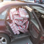 Sucevean reținut după ce polițișii au găsit în mașina sa 1000 de pachete de țigări de contrabandă