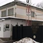 Preotul Penitenciarului Bacău, prins când introducea în unitate patru telefoane pentru deţinuţi