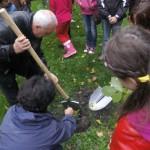 Palatul Copiilor din Bacău a plantat copaci pentru pace, în cadrul unui proiect european