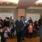 """Peste 750 de copii de politisti l-au """"retinut"""" pe Mos Craciun!"""